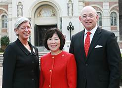 USC Trustee Ronald Sugar, his wife Valerie, and Dean Catherine Quinlan